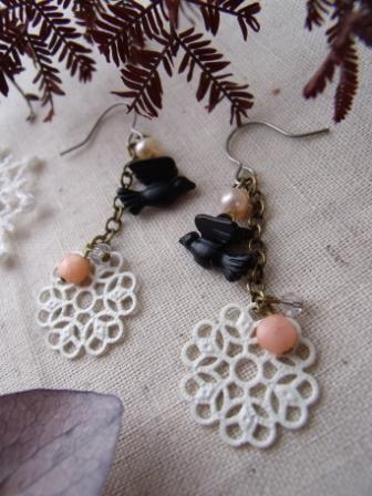 珊瑚とスワロと淡水パールのピアス