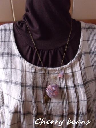 秋色紫陽花のネックレス(紫、ピンク)長