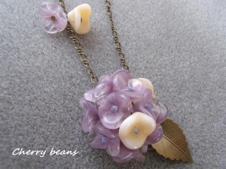 秋色紫陽花のネックレス