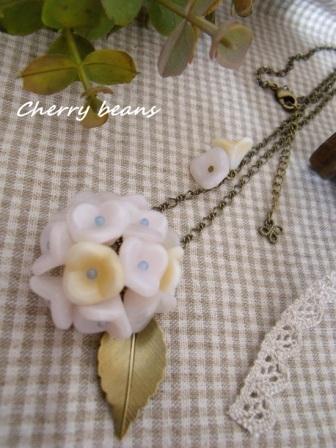紫陽花のネックレス(白)