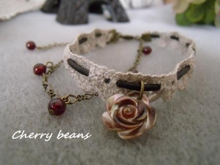 シェル薔薇とガーネットのブレスレット