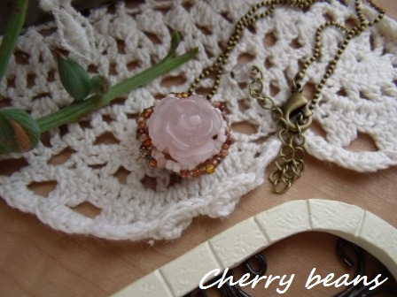 薔薇のネックレス