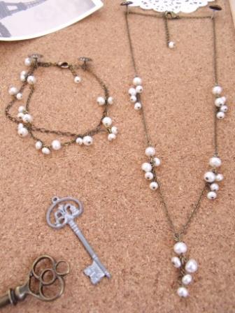 淡水パールのネックレスとブレスレット