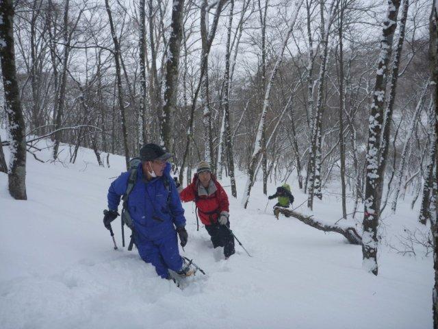 05交代でラッセルするが雪が深くペースが上がらない