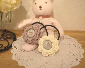 編み物-花モチーフヘアゴム-110415