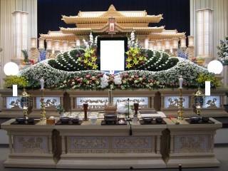鎮西ホール祭壇1