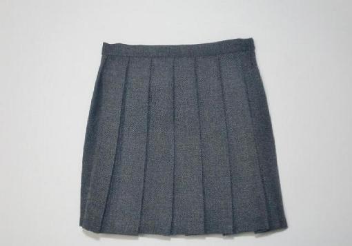 灰色スカート2