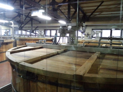 山崎 木の大きな樽