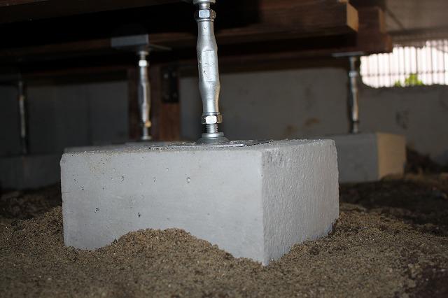ブロックとジャッキで柱を追加