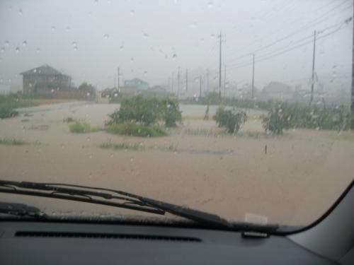 台風15号2011.9.20 某GSからの風景
