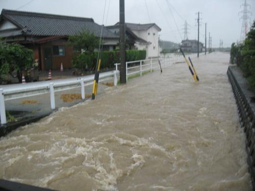 台風15号2011.9.20 どぶ川を帰りに覗いたら