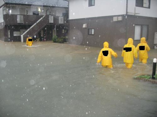 台風15号2011.9.20 某アパート浸水2