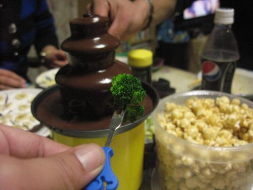 意外な チョコフォンディユ 美味かった・・・ブロッコリー!?