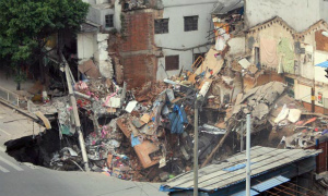 Collapsed-building-in-Gua-010.jpg
