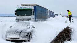 snow-europe-hungary-tanks-5si.jpg