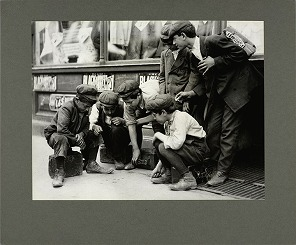 newsboys-and-bootblacks-shooting-craps-1912.jpg