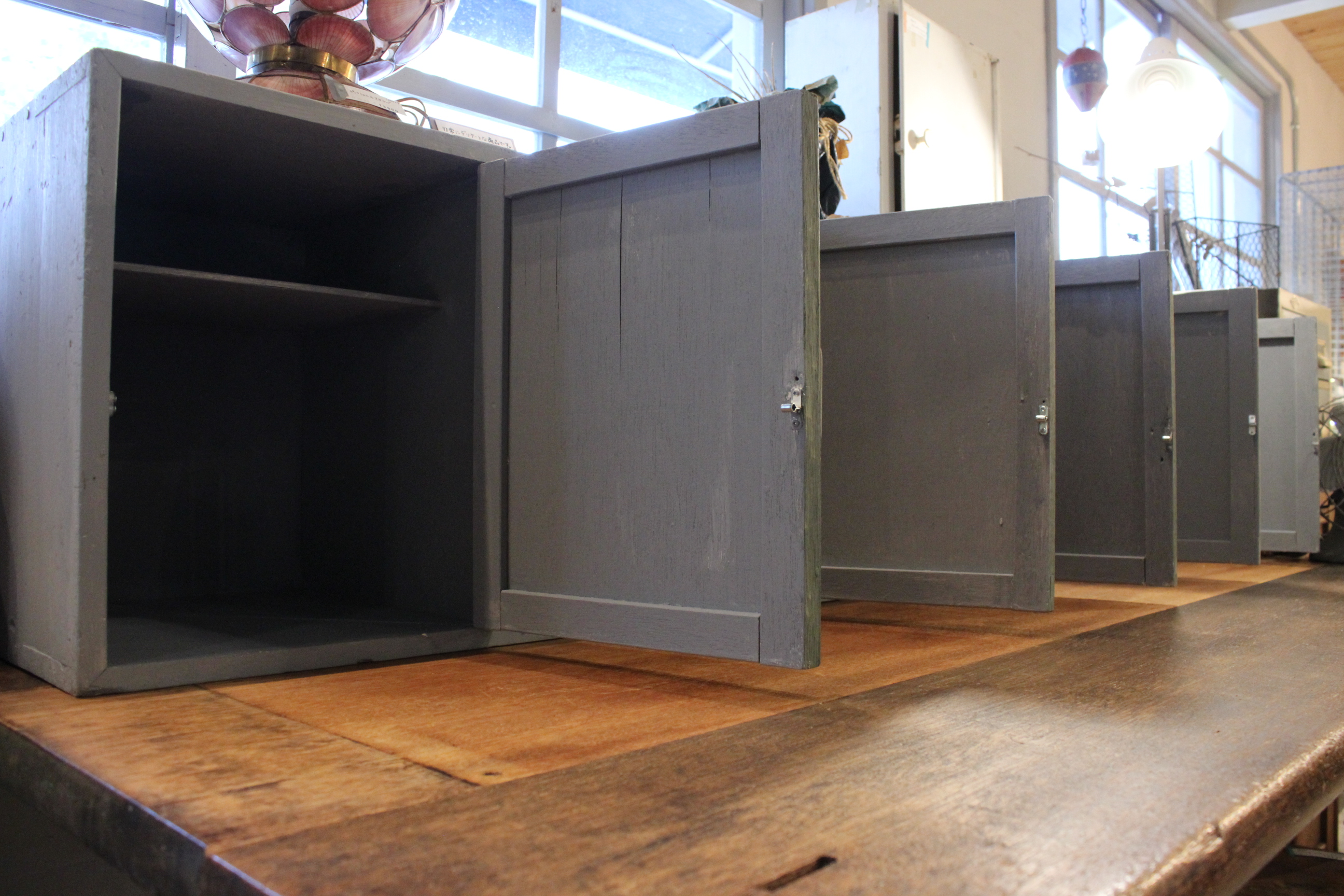 店舗什器 ペイントリメイク 横長本箱 キャビネット コ・リスタイル