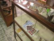 店舗什器 アンティークガラスケース 18マスのガラスショーケース