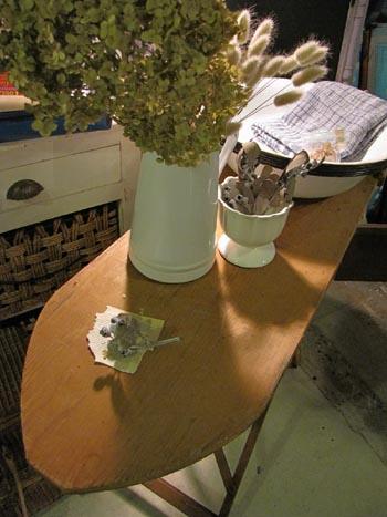 英国アンティーク 木製アイロン台 店舗什器 ディスプレイ