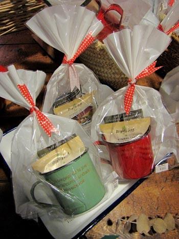 クリスマスプレゼント ホーローマグカップ オーガニック紅茶 プレゼント交換