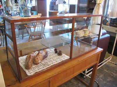 木枠の台形卓上ガラスケース