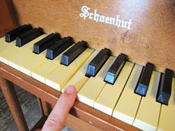 Schoenhut社 アンティークトイピアノ