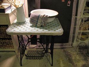 タイル天板×シンガーミシン脚 テーブル