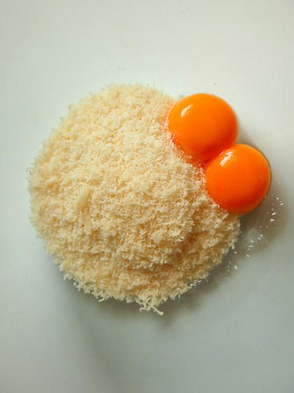 パルミジャーノ・レッジャーノと卵黄