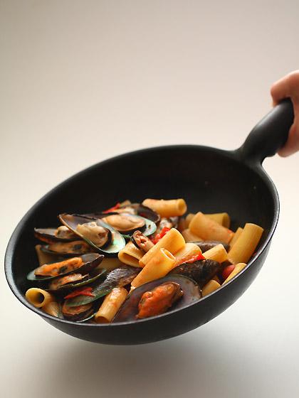 ムール貝とトマトのリガトーニ&魔法のフライパン