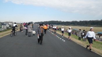 010今日は小学校のマラソン大会を3ヶ所で見ました、そのたびにに渋滞