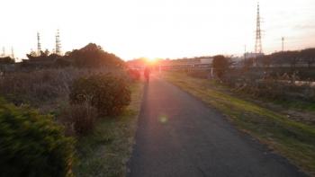 035花見川CRです、夕日が眩しい