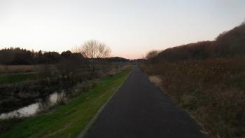 038秋元牧場からゴルフ場横のダウンヒルを抜けちはら台経由で、ZENさん直伝の○○川沿いを