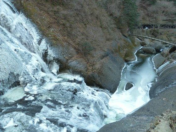 第一観瀑台から吊り橋方向を眺める