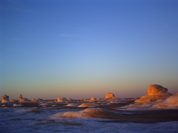 白砂漠の夕焼け