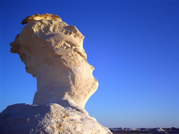 白砂漠の奇岩1