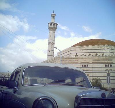 車とモスク