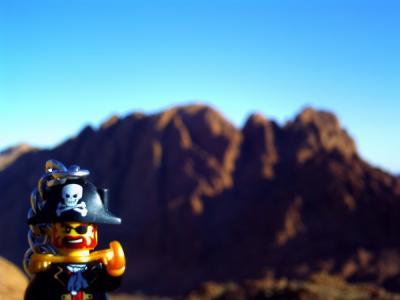 シナイ山でポーズをとるキャプテン