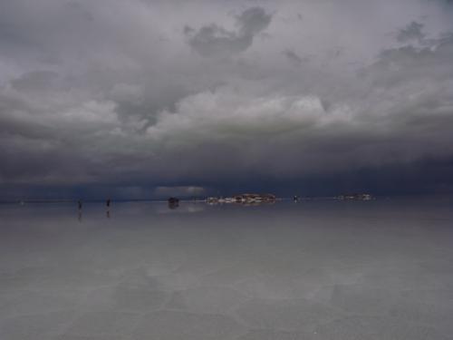 鏡のウユニ7枚目 雨雲