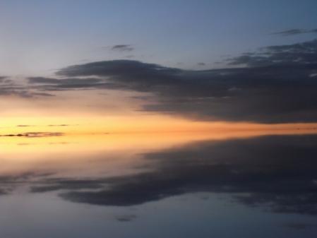 鏡のウユニ 8枚目 日の出が近い
