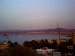 アカバ湾の夜明け