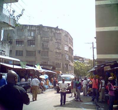 宿の近所のマーケット