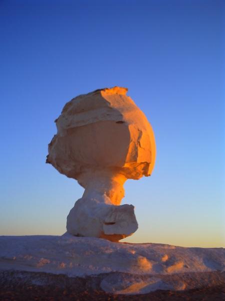 白砂漠の奇岩2