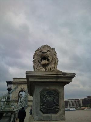 鎖橋のライオン像