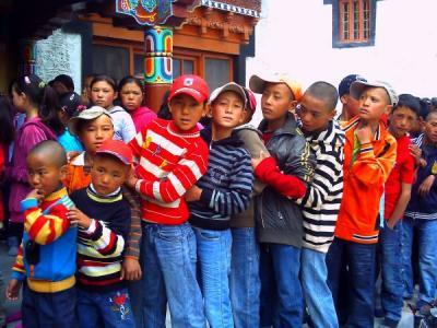 遠足の子供たち