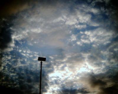 やっと晴れ間のみえた空