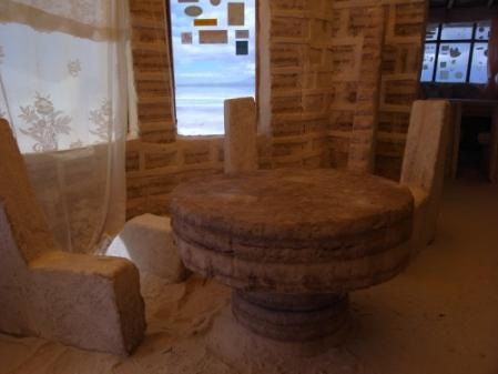 塩のテーブルと椅子