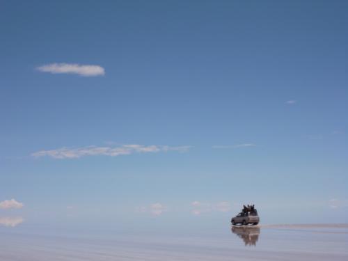 塩湖にはジープでしか入れない