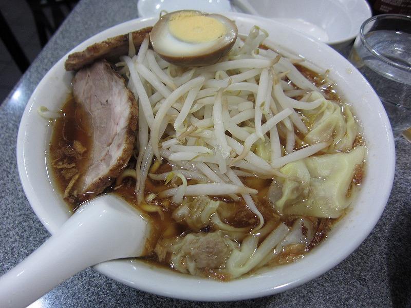 ワンタン麺  大盛り  ¥800 + ¥100
