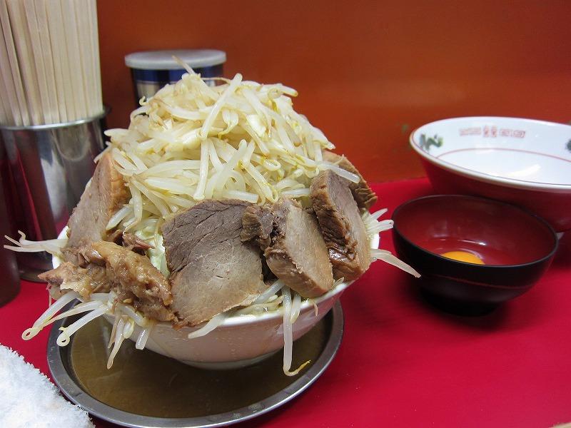 ラーメン中 麺カタメ なま玉子 豚増し ¥700+¥50 (スタンプカード使用で豚増し)