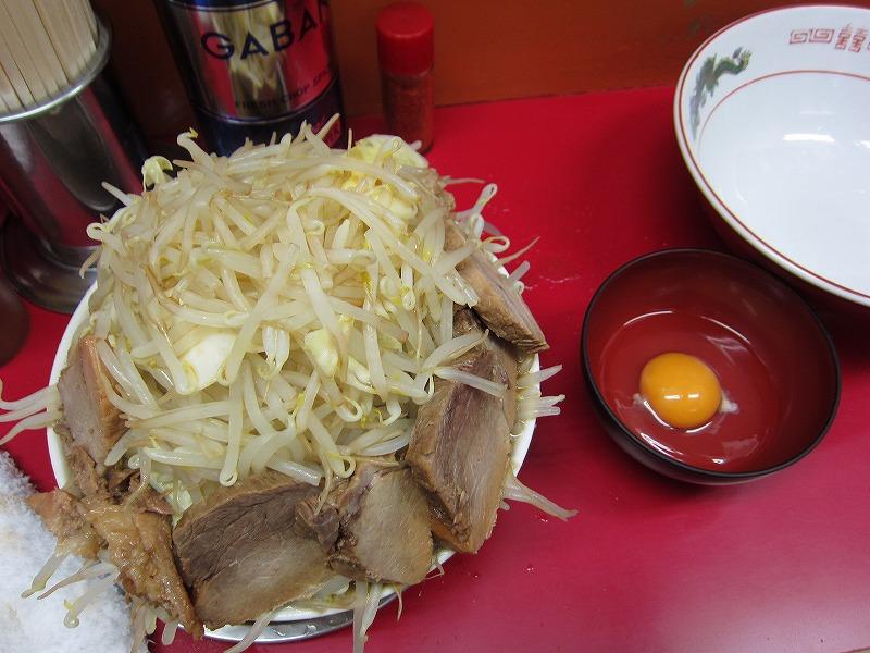 ラーメン中 麺カタメ なま玉子 豚増し ヤサイダブル カラメ